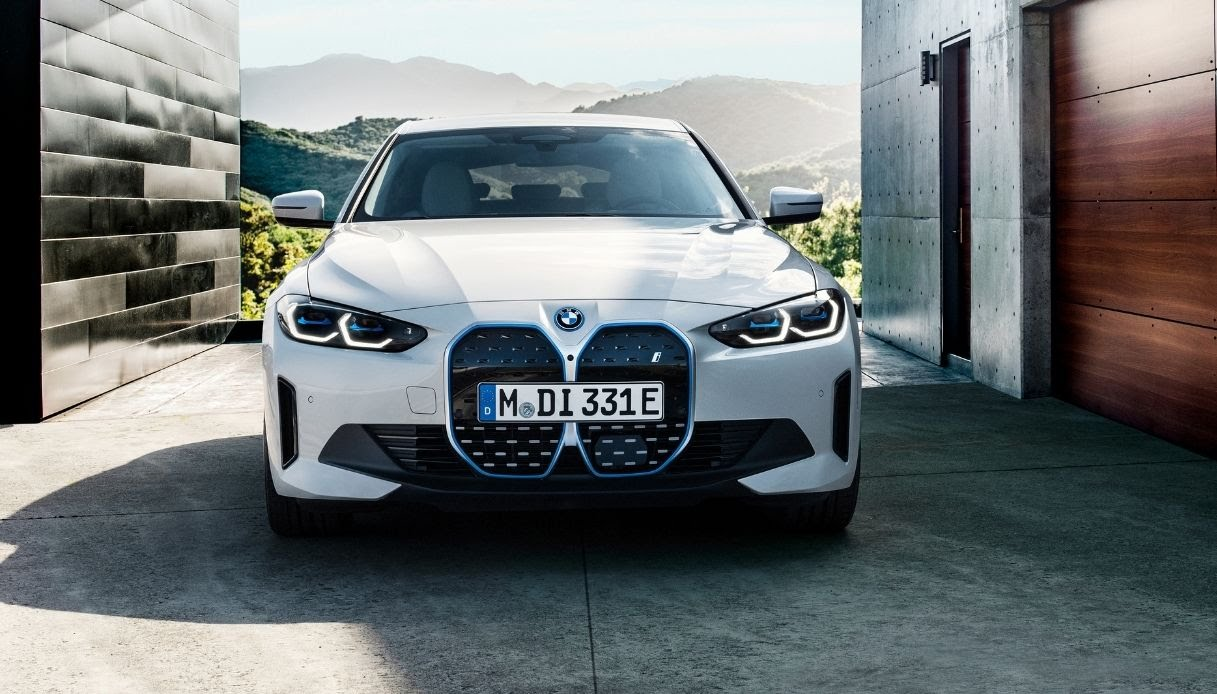 La nuova BMW i4 a zero emissioni